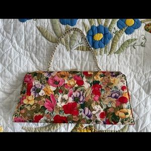 🌸Clutch purse with chain! 🌼
